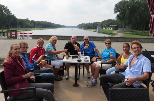 167 Een drankje met uitzicht op de zojuist bedwongen Bosbaan.