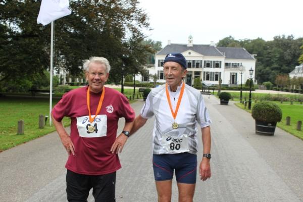 16Bedankt Dick van Es(links).