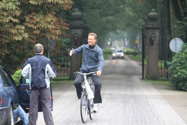 3Op de fiets het parcours uitgezet, Jos Hopman is er al