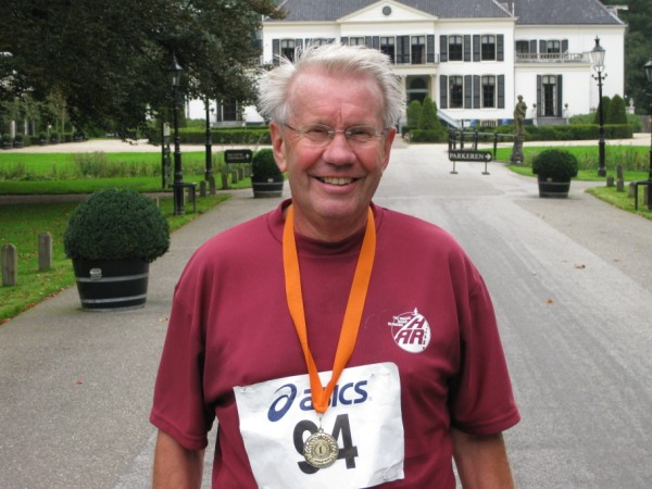 Dick van Es, de nummer 17 van de 100 Marathon Club Nederland, met 181 Marathon.
