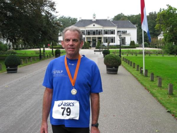Toon van Vlimmeren, lid van loopvereniging Plantaris, de organisatie achter de wereldberoemde Oranje Marathons, met 124 Marathons.