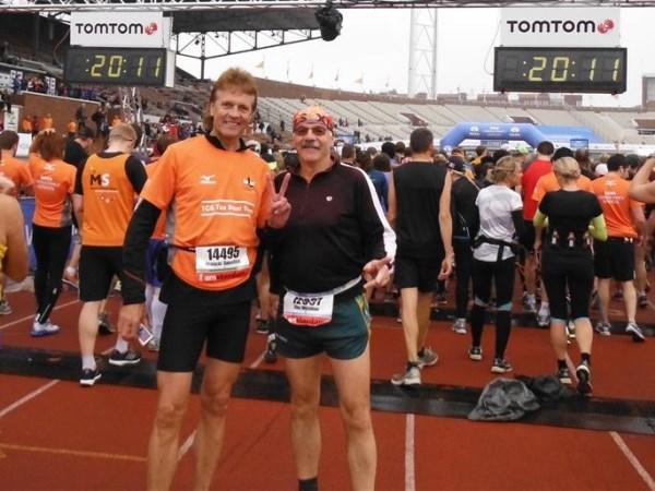 18 Dan nog maar even op de foto met Alex Wijsman (zie zwemparty na de Bosbaan Marathon 2013)