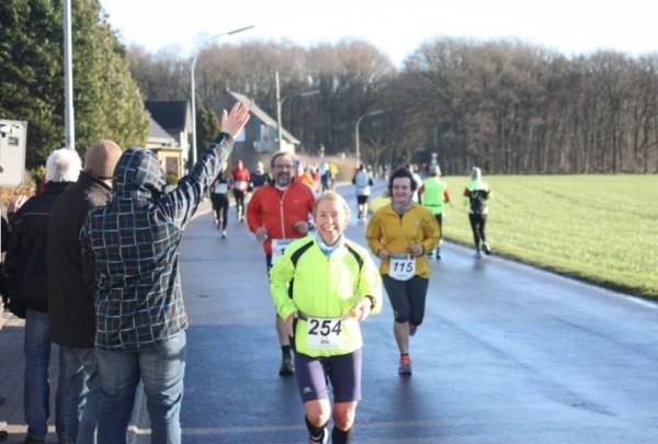 21 Onze nationale trots Els Annegarn, wereldkampioen op de 100 km, op weg naar een podiumplaats