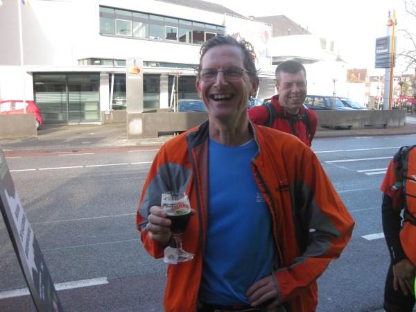 32 Wim Hogentoren was zo sportief om de eerste kilometers onder zijn tempo bij ons te blijven