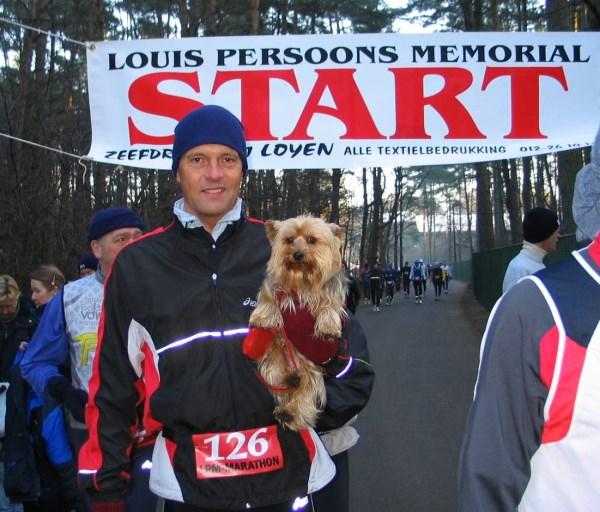 1. 2006 Brutus voor de start van de LPM Marathon