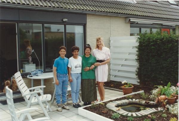 Ed Soriano in onze achtertuin met mama en Thaise Lugsana