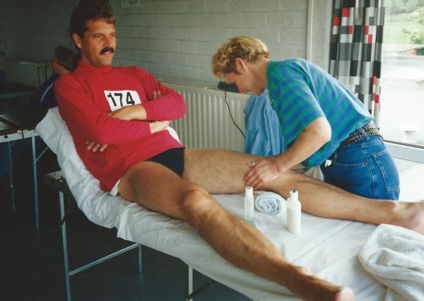 Op de massage tafel voor de marathon van Almere
