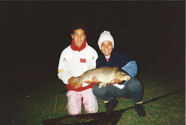 Ed Soriano gaat nachtvissen bij de Bosbaan in Amsterd