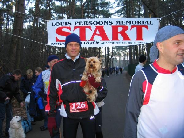 Brutus bij de start van de LPM Marathon in Genk