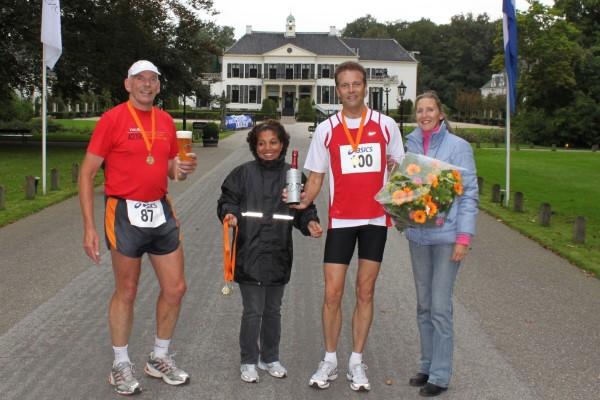 Willem Muetze bij de finish van mijn 100ste marathon