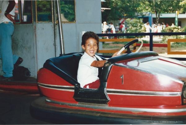 Ed Soriano in een botsauto