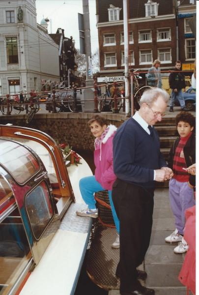Ed Soriano en oma Enedina(R.I.P.) maken een rondvaart in Amsterdam