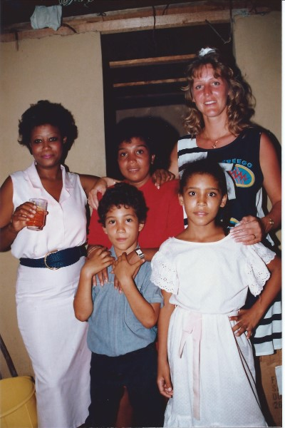 Buurvrouw Ñoña, Ed Soriano, mama, buurmeisje Sujey, Jannet
