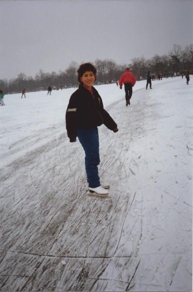 Ed Soriano leert schaatsen