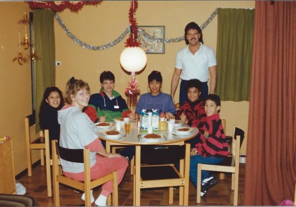 Ontbijt in onze vakantie-bungalow met Patricia en Dirk Bavelaar, May en Ed Soriano