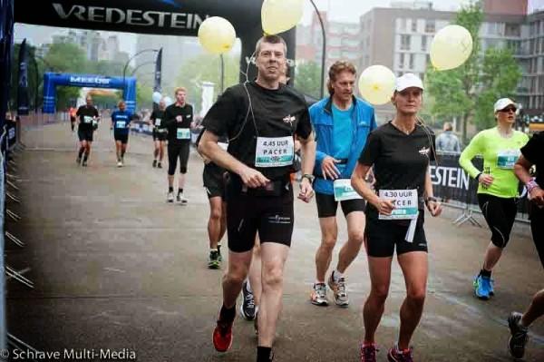 2014, 27 april, Enschede Marathon met pacers Wim van der Heijden en Petra Domhof
