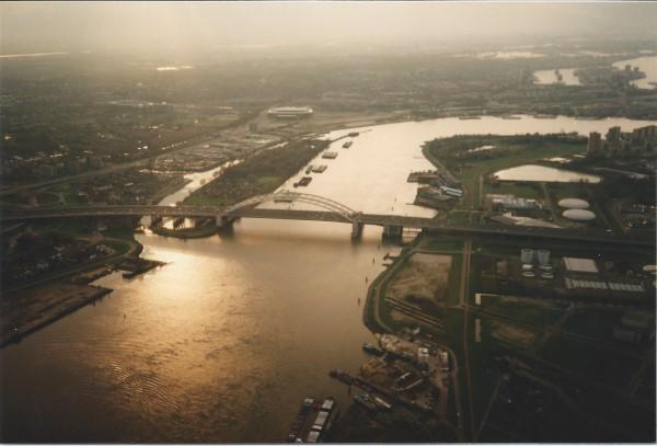 Ed Soriano vliegt naar Dordrecht over de brienenoordbrug