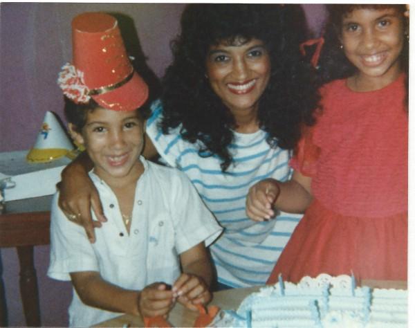 Ed Soriano 5 jaar oud met Negrita en Yenny