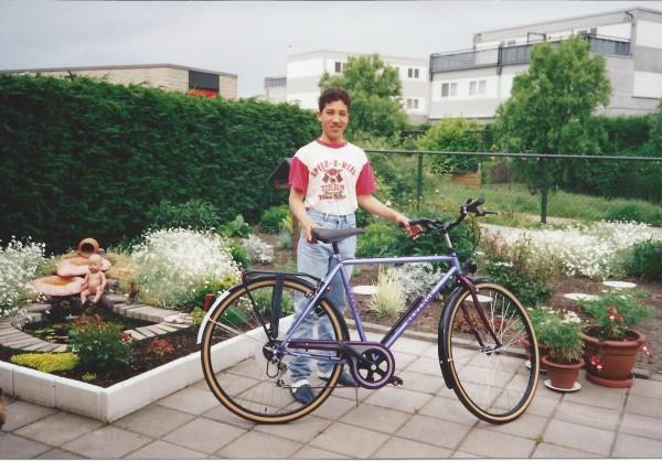 Ed Soriano met zijn tweede nieuwe fiets
