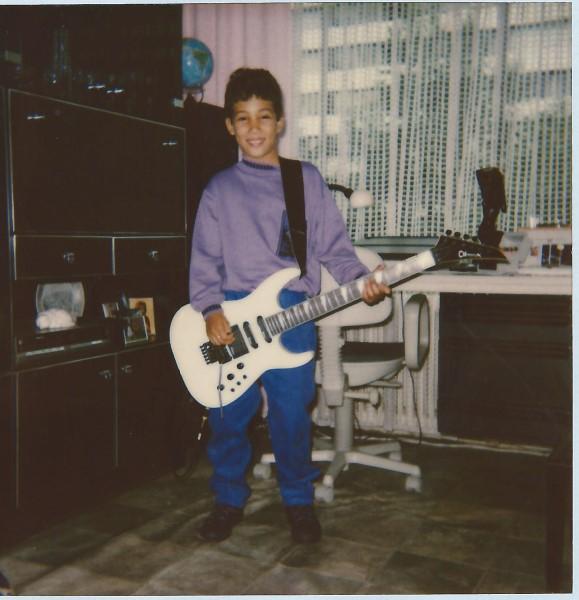 Ed Soriano mag gitaar spelen