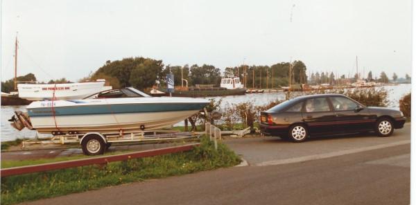 De boot van Ed Soriano gaat mee boven op onze boot